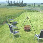Großer Garten mit Grill im Wellness Ferienhaus. Auch auf der Terrasse des Wellness-Bereiches gibt es einen Weber-Gasgrill