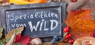 Tafel mit Schriftzug: Spezialitäten vom Wild