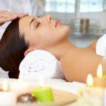 Kopfmassage im Wellness-Ferienhaus mit Sauna und Whirlpool