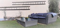Garten mit Gartenmöbeln vor dem Wellness-Ferienhaus